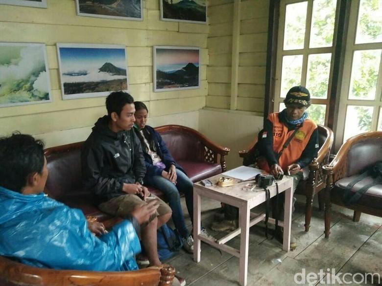 Sempat Hilang, Dua Wisatawan Hilang di Ijen Ditemukan Selamat