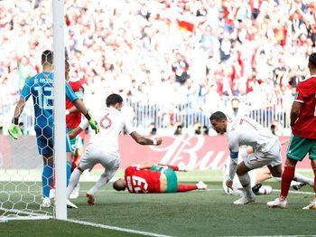 Kepala Ronaldo Singkirkan Maroko