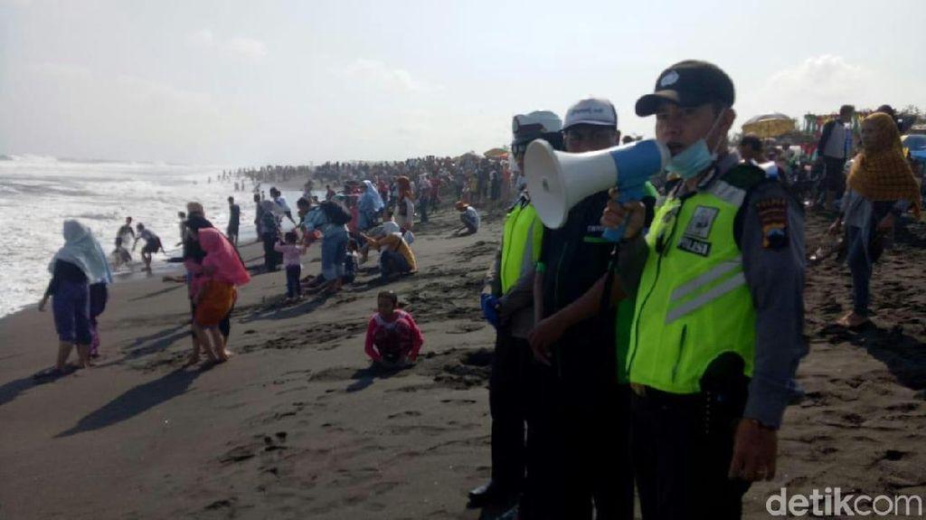 Puluhan Wisatawan Tersengat Ubur-ubur di Pantai Purworejo