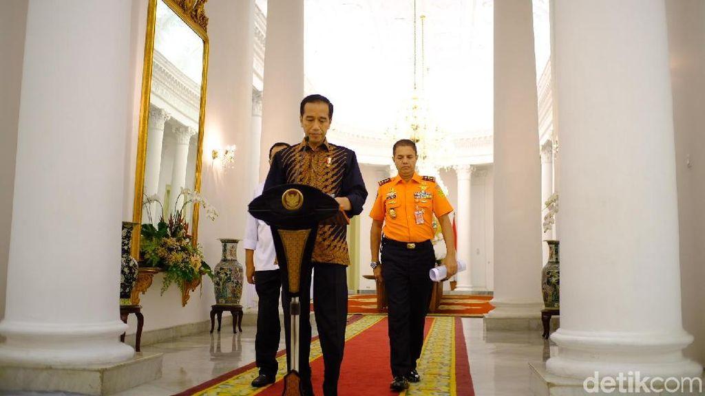 Jokowi Minta Basarnas-TNI-Polri Segera Temukan Korban di Danau Toba