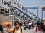 Keceriaan Pemudik Gratis Balik Jakarta Disambut Menhub di Tj Priok