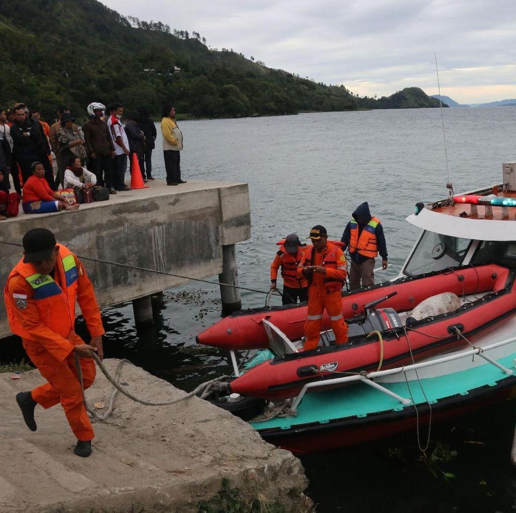 Area Pencarian Korban KM Sinar Bangun di Danau Toba Diperluas