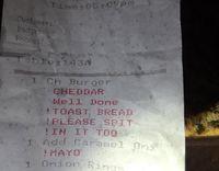 Waduh! Restoran Ini Suruh Chef Ludahi Burger Pesanan Pengunjung