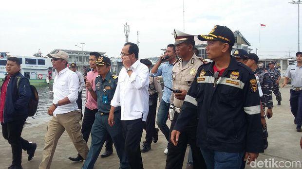 Budi melakukan sidaknya dengan memasuki kapal Makmur Jaya dengan tujuan Kali Adem, Pulau Pari, Pulau Pramukan.