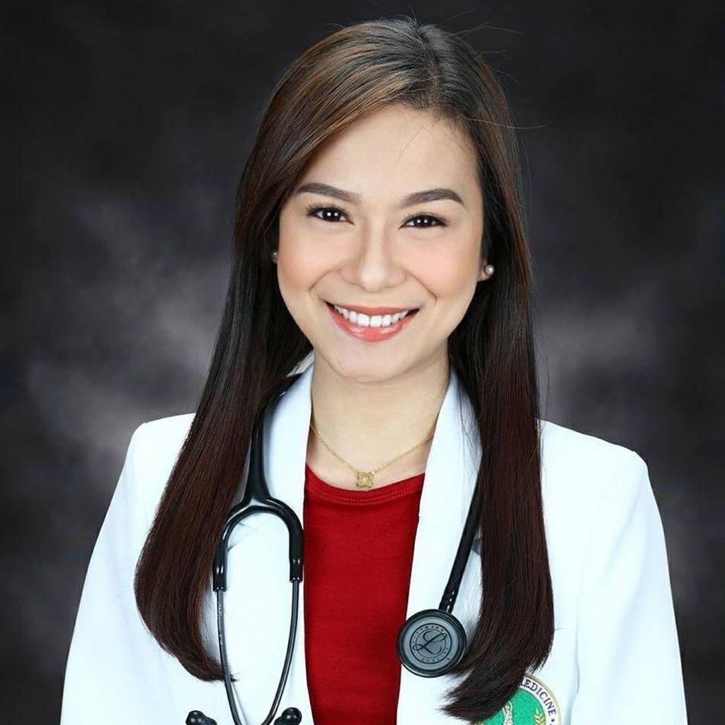 Netizen Bercanda Ingin Sakit Setelah Lihat Foto Dokter Ini