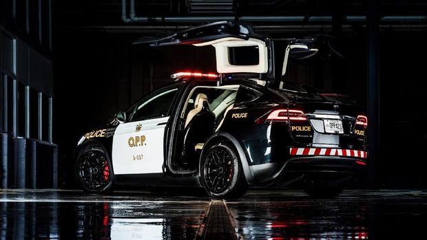 Tesla Model X jadi mobil polisi kota Basel, Swiss