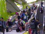Potret Pemudik Masih Padati Stasiun Gambir di Musim Arus Balik
