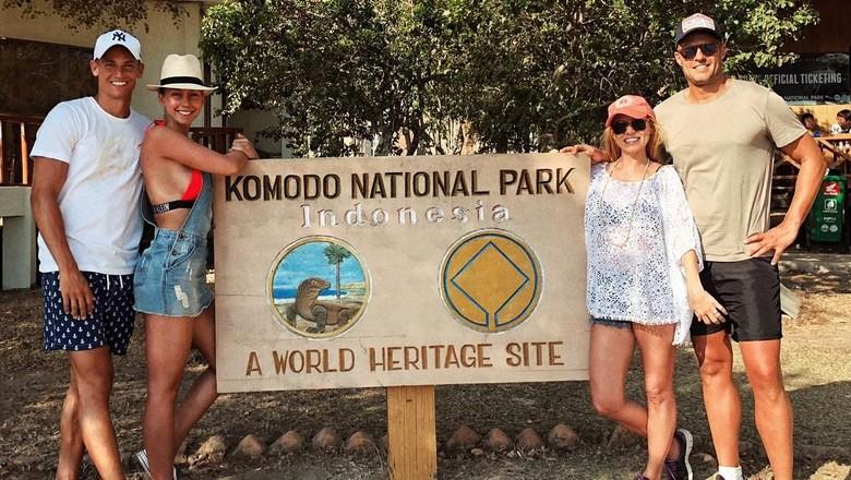 Marcos Llorente bersama sang kekasih (sebelah kiri) di Pulau Komodo (Instagram/paddy.8)