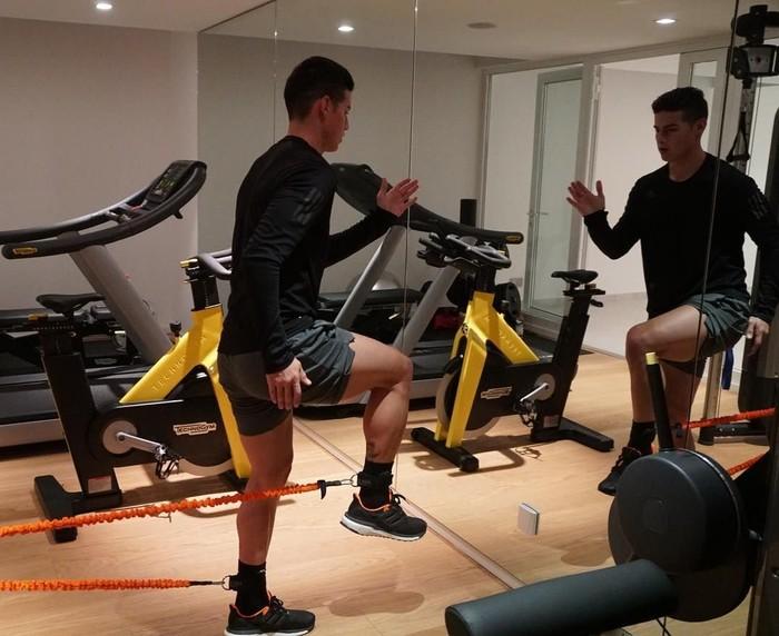 Ditambah sebagai pemain bola dunia, tubuh Rodriguez tampak kekar dan berotot. Foto: Instagram @jamesrodriguez10