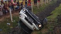 Pecah Ban, SUV Terbalik di Tol Wilangan