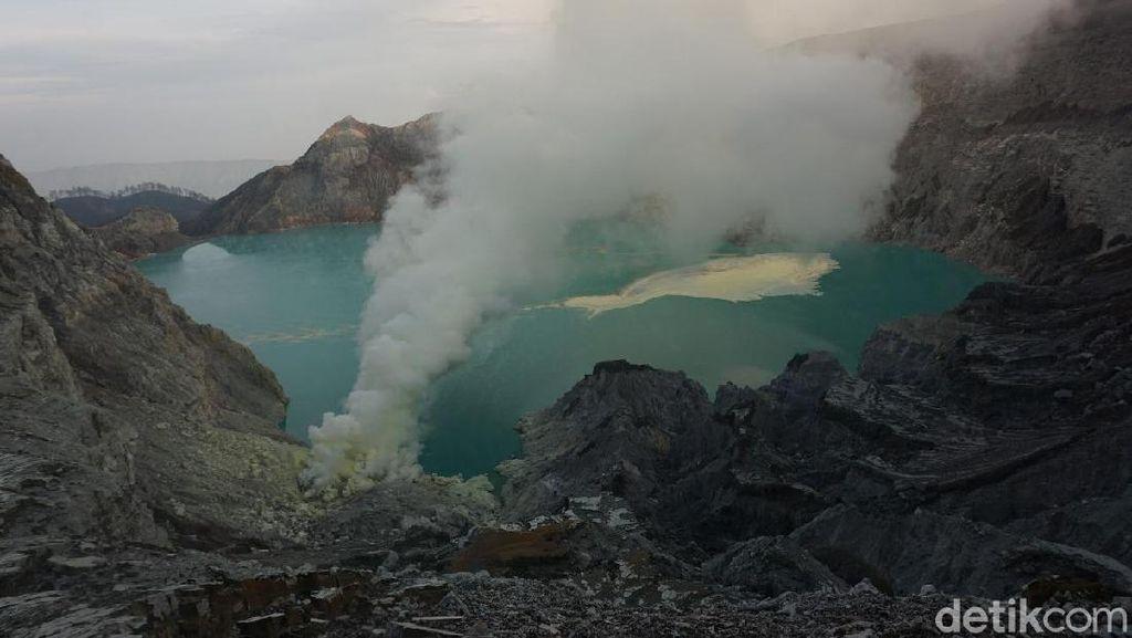 Cuaca Buruk, Pencarian Dua Wisatawan Hilang di Ijen Dihentikan