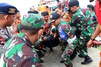 Proses Evakuasi Korban Kapal Sinar Bangun