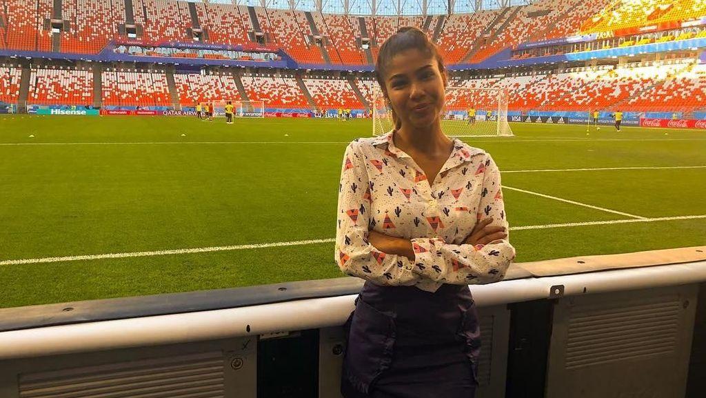 Reporter TV di Piala Dunia 2018 Ini Dicium dan Diremas Dadanya Saat Siaran Langsung