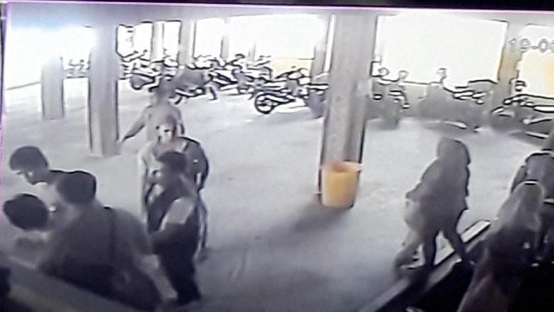 Penangkapan Terduga Teroris di Resto Bandung Terekam CCTV