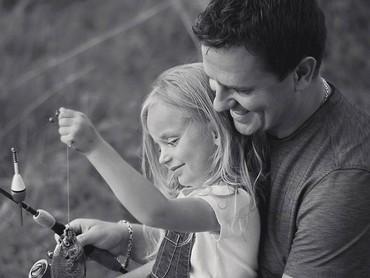 Ayah adalah cinta pertama bagi anak pertamanya.