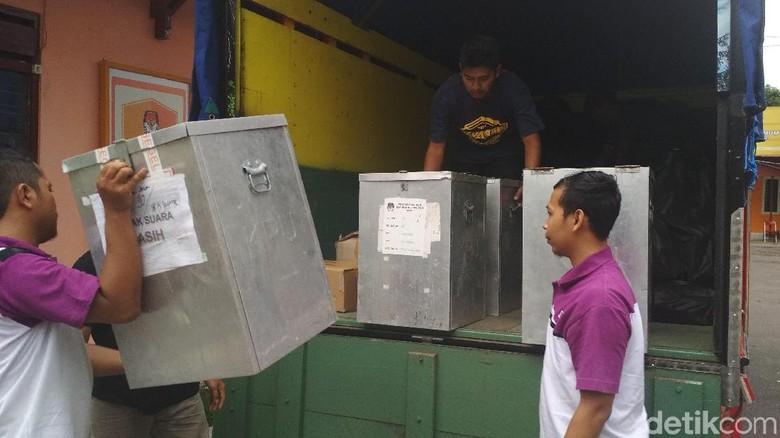 KPU Tulungagung Distribusikan Surat Suara untuk Pilgub dan Pilbup