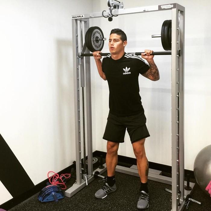 Di tempat gym, selain latihan angkat beban, Rodriguez juga tak pernah melupakan leg day. Foto: Instagram @jamesrodriguez10