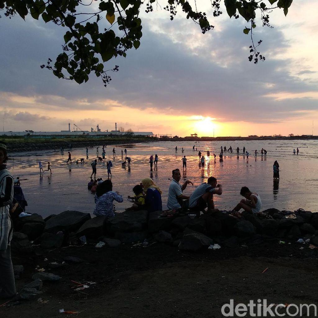 Pantai Majengan Jadi Pilihan Wisata yang Murah Meriah di Probolinggo