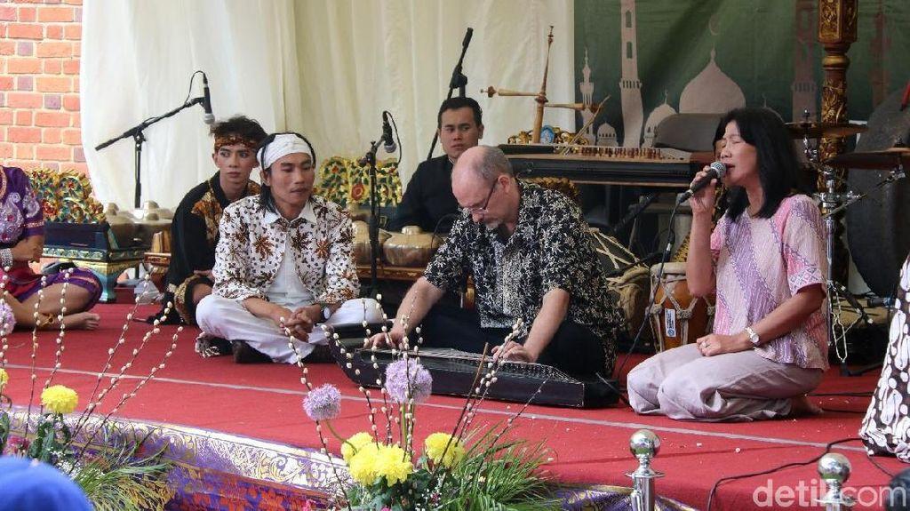 Kesenian Musik Khas Sunda Melantun di London
