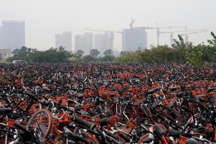 China merupakan salah satu negara yang paling terdepan menggunakan konsep sharing economy. Salah satunya bike sharing. Namun apa yang terjadi?