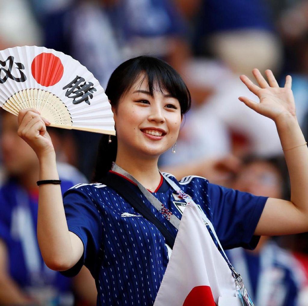 Wajah Cantik Suporter Jepang dan Kolombia