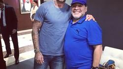 Tak selamanya pemain sepakbola memiliki tubuh bugar, banyak yang menggendut setelah pensiun. Tidak percaya? Lihat saja transformasi Diego Maradona.