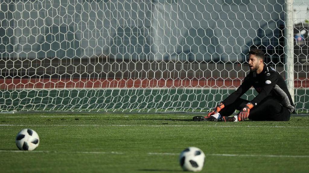 Kiper Tunisia yang Pernah Pura-Pura Cedera Itu Out Dari Piala Dunia 2018