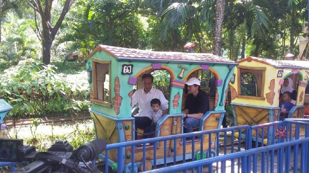 Jokowi Ajak Cucu Main ke JungleLand Bogor