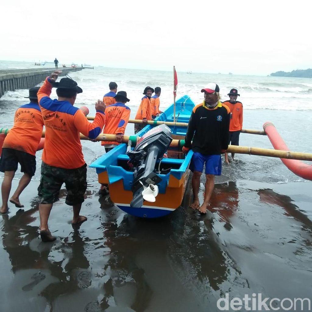 Seorang Wisatawan Hilang Terseret Ombak Pantai Teluk Penyu Cilacap