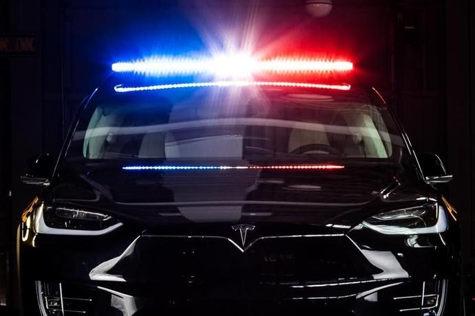 Tesla Model X Jadi Mobil Polisi Swiss