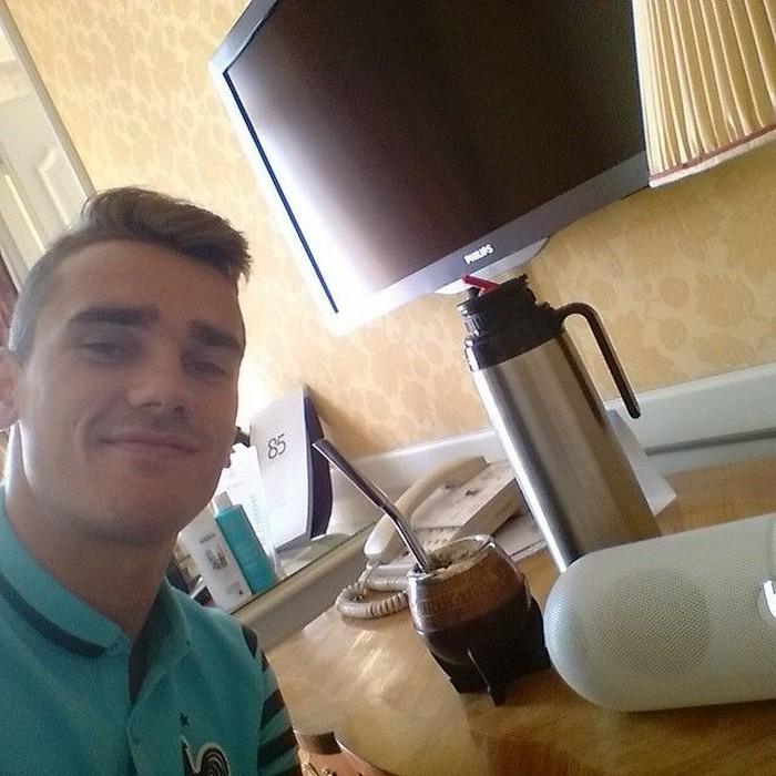 Antoine Griezmann merupakan striker Atletico Madrid. Ia disebut sebagai pemain yang diinginkan banyak klub. Saat ini dirinya tengah fokus membela Timnas Prancis di Piala Dunia 2018. Foto: Instagram antogriezmann