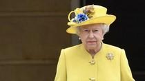 Mengapa Ratu Elizabeth Selalu Menggunakan Sarung Tangan?