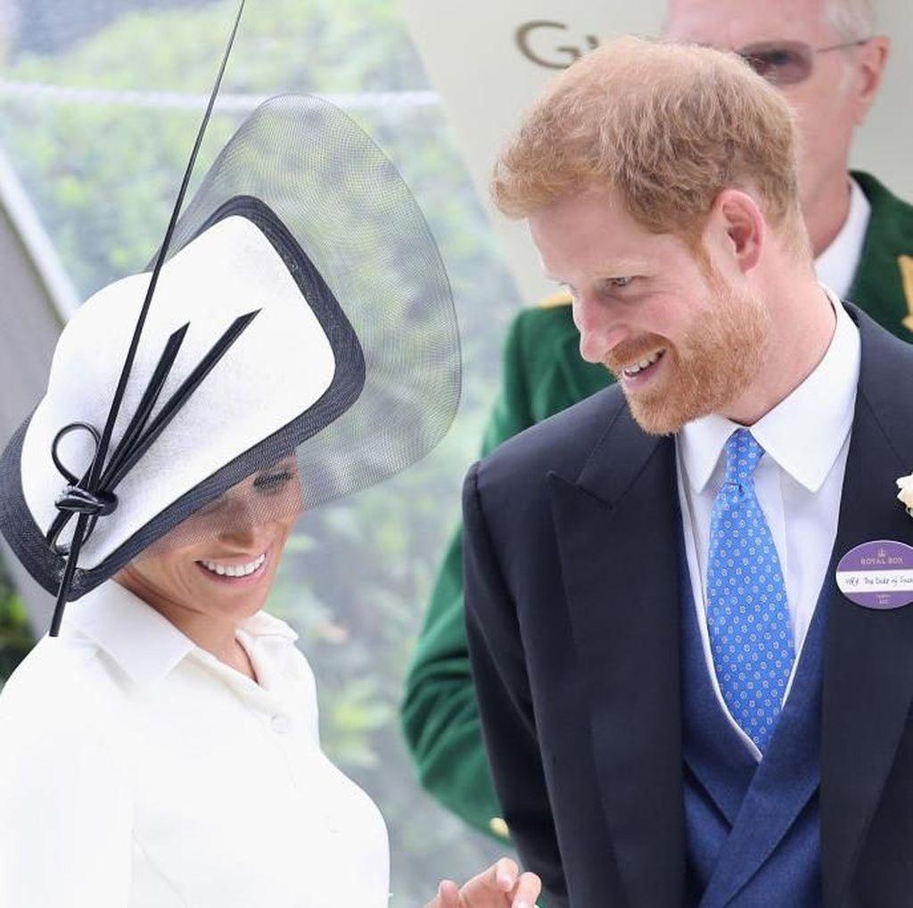 Tangan Meghan Dicium Joki Pacuan Kuda, Pangeran Harry Cemburu
