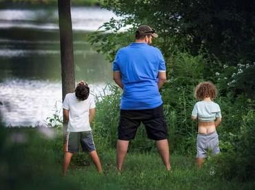 Ayah juga berperan untuk mengajarkan anak lelakinya menjadi seorang pria sejati.