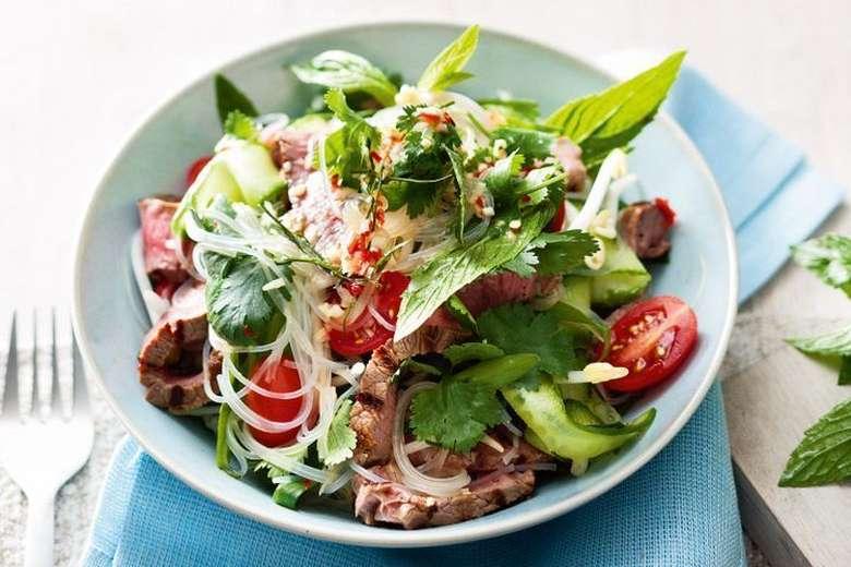 Sayuran mentah atau salad mungkin bukan yang terbaik untuk dimakan saat perut kosong. Mereka penuh dengan serat kasar dapat menempatkan beban tambahan pada perut kosong. Foto: Istimewa