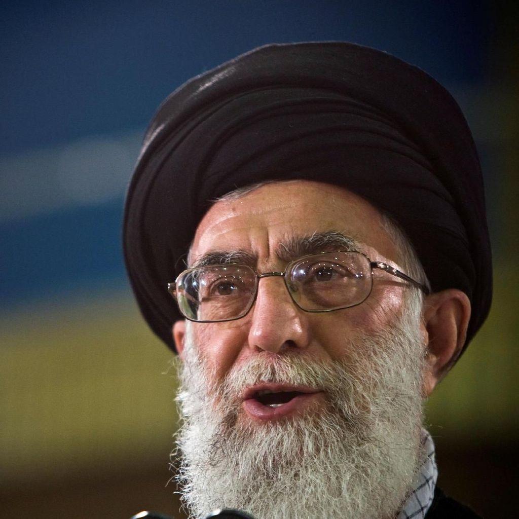 Ayatollah Khamenei Dijatuhi Sanksi, Iran Sebut AS Haus Perang