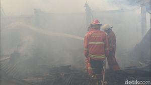 Kontrakan Terbakar di Jaktim, Penghuninya Sedang Pulang Kampung