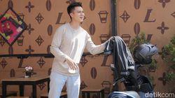 Baim Wong Antar Langsung Undangan Nikah ke Anies Baswedan