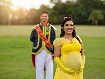 Kalau Putri Belle dan sang pangeran di foto ini udah cocok belum? (Foto: Facebook/penelopeandeline)
