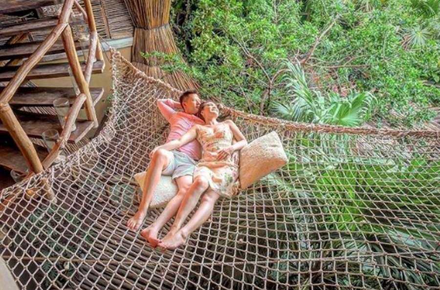 Vino G Bastian Gendong Sang Putri, Liburan Keluarga Maudy Koesnaedi