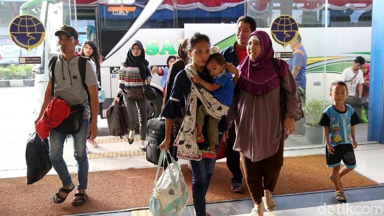 24.196 Pemudik Tiba di Terminal Pulo Gebang