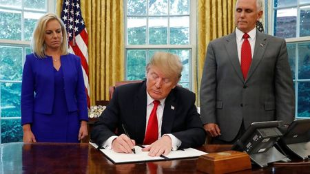 Trump Terdesak, Kebijakan Imigran Ilegal AS Berbalik Arah