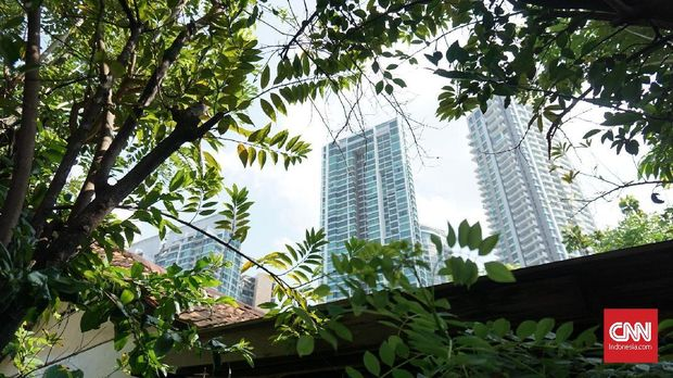 Pemandangan gedung-gedung tinggi Kemang dari Gang Langgar.