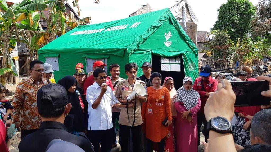 Mensos Sambangi Penerima PKH Korban Kebakaran di Pinrang