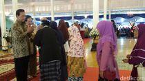 Ribuan Warga Yogya Antre Salaman dengan Sultan HB X