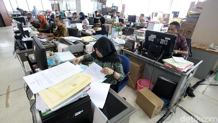 Hari ini, Kamis (21/6/2018) seluruh PNS di Indonesia kembali masuk kerja setelah libur lebaran. PNS di Balaikota DKI Jakarta terlihat kembali beraktivitas.