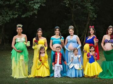 Fotografer bernama Penelope Andeline dari Sao Paolo ini dengan kreatif memfoto para ibu hamil alias bumil ini bak putri dari negeri dongeng. Lihat, cantik kan, Bun? (Foto: Instagram/penelopeandeline)