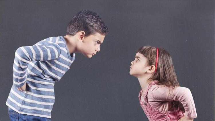 Penyebab Ada Kakak dan Adik yang Sering Banget Nggak Akur
