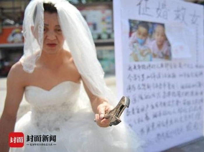 Kisah haru ayah pakai gaun pengantin demi putrinya. Foto: Istimewa