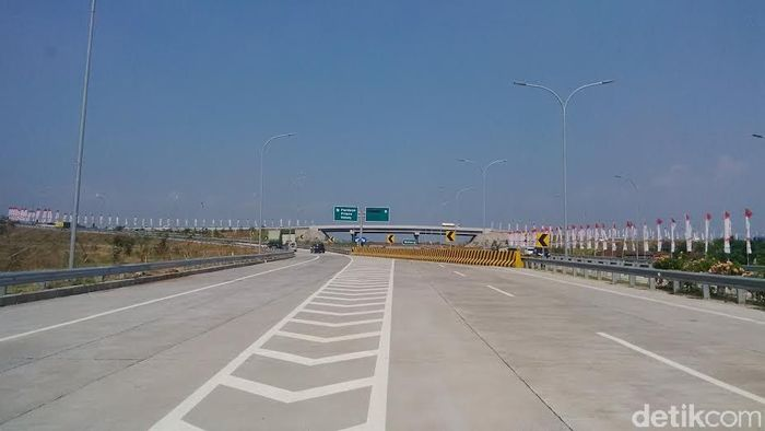 Ini adalah tol Gempol-Pandaan 12 km. Beroperasi 12 Juni 2015. Selain itu sebelumnya ada ruas Porong-Gempol (Kejapanan-Gempol) 3,5 km yang beroperasi 6 Mei 2015. Budi Hartadi/detikcom.